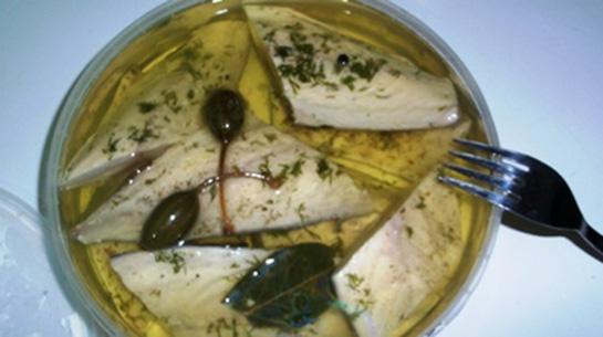 Evde turşu balıkları